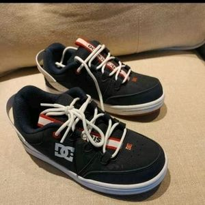 DC SNEAKERS EXCELLENT CONDITION